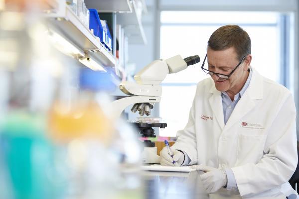 Clive Svendsen, Ph.D., director of the Cedars-Sinai Board of Governors Regenerative Medicine Institute, at work in his laboratory. Photo by Cedars-Sinai.