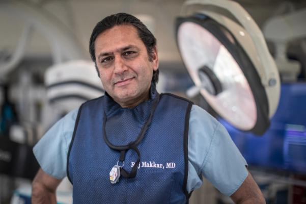 Raj Makkar, M.D., led a multicenter national study comparing outcomes for minimally invasive heart valve replacement to open-heart surgery. Photo by Cedars-Sinai. TAVR performs as well as surgery for aortic valve replacement.