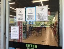 COVID-19 related warnings at the entrance to an Aldi grocery store in Elgin, Illinois, outside of Chicago. Photo by Dave Fornell