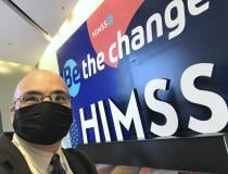 Selfie of DAIC and ITN Editor Dave Fornell in front of the large HIMSS logo outside of the expo hall. Originally HIMSS planned to require all attendees and vendors to be vaccinated so masks would not be required. But with the change in CDC mask guidelines and Nevada creating a mandate to follow those guidelines, masks too were required. Despot precautions, 3 attendees reported testing positive at or after the HIMSS meeting.