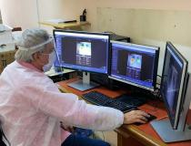 A radiologist in Hospital do Câncer de Pernambuco, located in Recife, Brazil, is examining a chest X-ray image using Lunit Insight CXR. The artificial intelligence software can auto detect and identify in heat map colors areas of the image the radiologist would look at at to confirm a diagnosis. Lunit' AI solution for chest X-ray analysis is now being used and tested in more than 10 countries for COVID-19 management, providing assistance in chest X-ray interpretation during patient triage and monitoring.